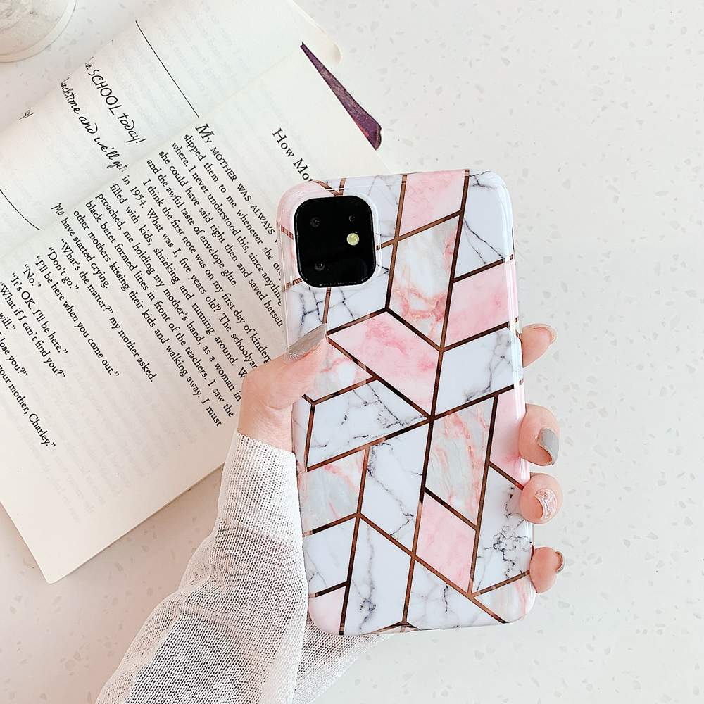 Mobilskal till iPhone XR olika nyanser av rosa marmormönster
