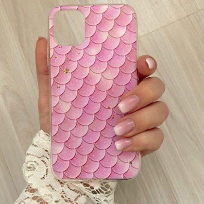 Mobilskal till iPhone11 fiskfjällsmönster rosa med guldflingor