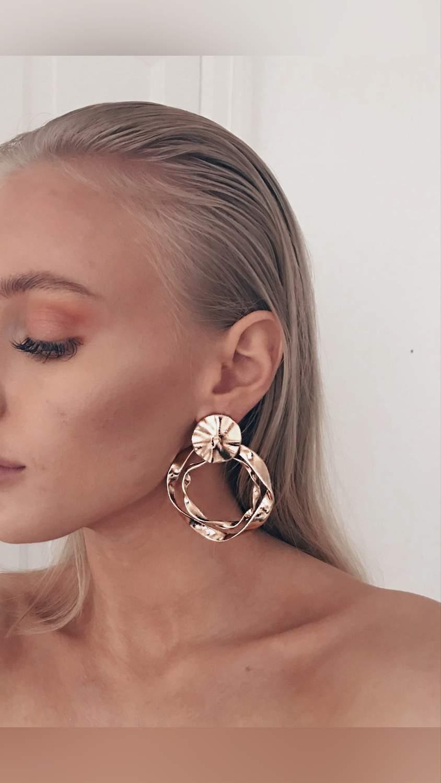 Örhänge earring guld hoops unique