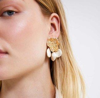 Örhängen med guld och pärlor