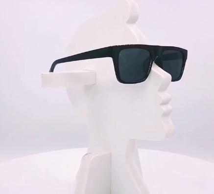 Fyrkantiga solgasögon i retrostil