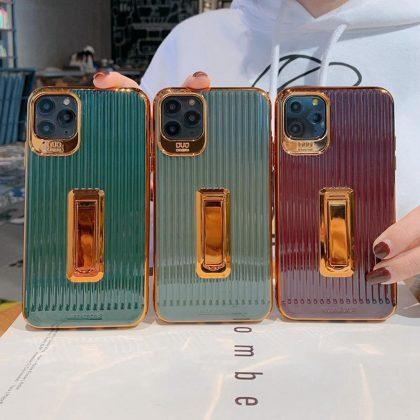 Stilrent lyxigt skal gulddetaljer och fällbart ställ iphone11pro