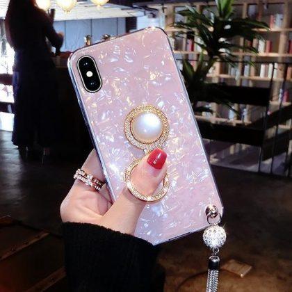 Mobilskal i artificiell pärlemor med tassle och ringhållare