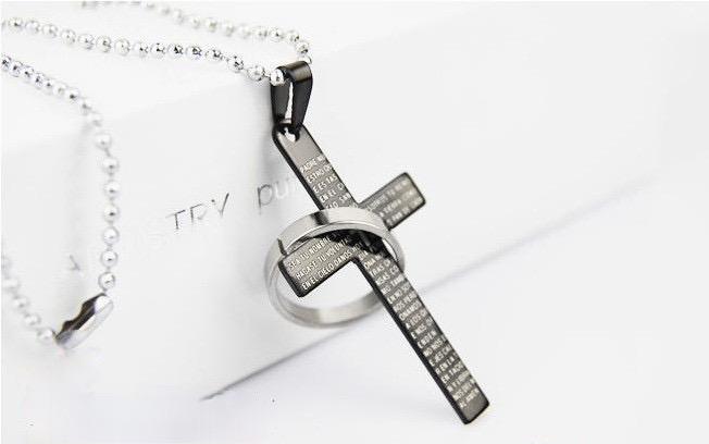 Kristet kors i stål med ring i svart, guld och silver