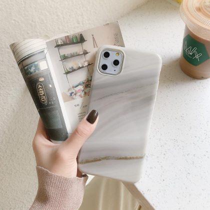 Grått mobilskal till iPhone 11 Pro Max i naturligt marmormönster