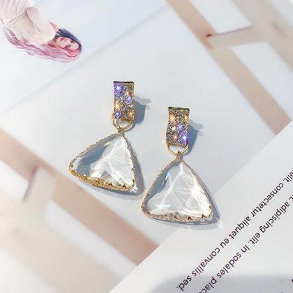 Vackra transparenta 18k guld örhängen i kristall triangel