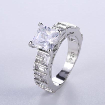Handgjord 925 silverpläterad ring med zircon med stor sten