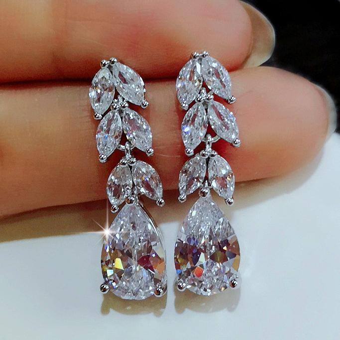 Vackra örhängen i sterling silver vattendroppe zirkon kristall