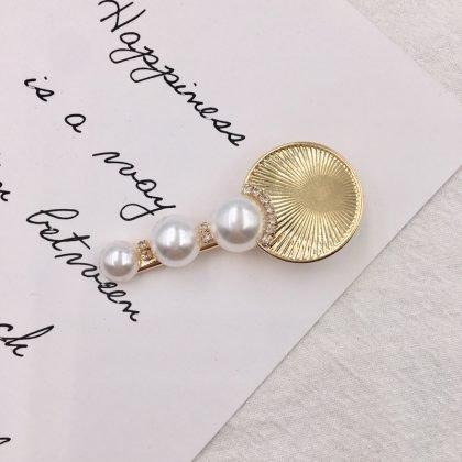 Unik hårnål med pärlor och guldplatta