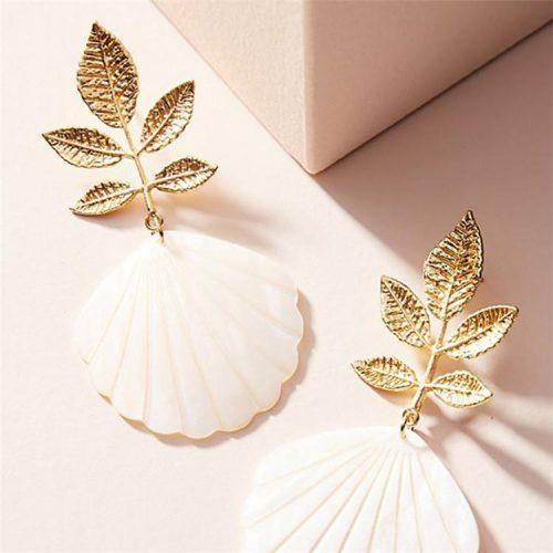 Guldpläterat Örhänge med snäckskal och löv i guld