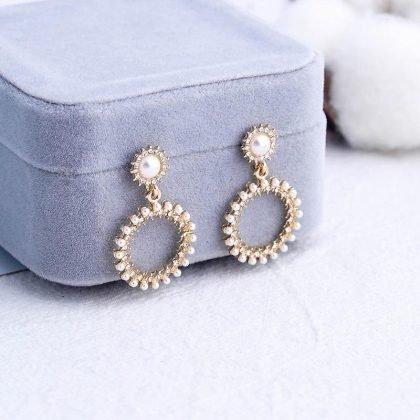 Små Runda örhängen med pärlor och strass