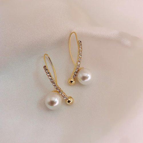 Guldpläterat örhänge med strass och pärlor