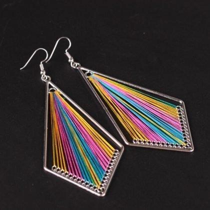 Handgjort örhänge med silkestrådar indian regnbåge