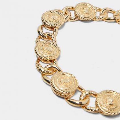 Halsband i guld med vackra berlocker kedja