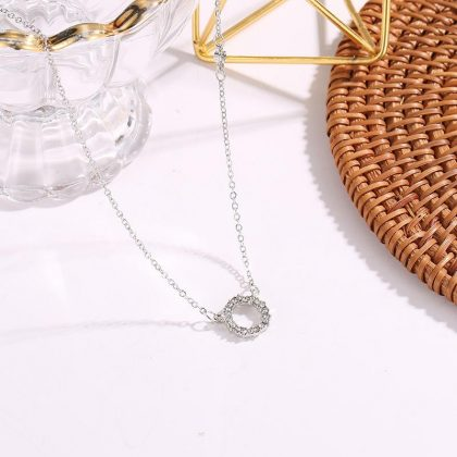 Ovanligt halsband osymmetrisk cirkel i zirkon
