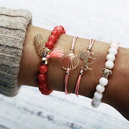 Bohemiska armband i set á 4 stk rosa enhörning