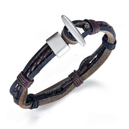Handgjort armband i läder i autentisk stil