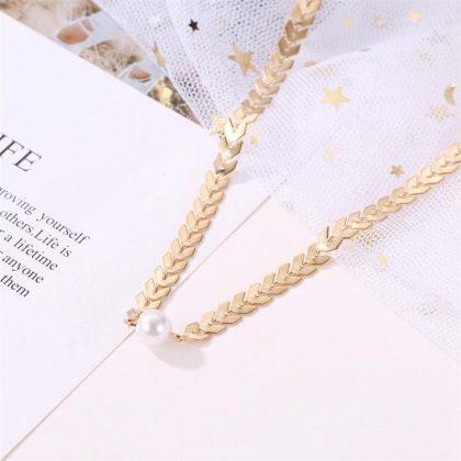 Elegant halsband guldpläterat med pärla nyckelben