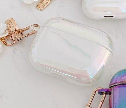 Airpods Pro skal i vit pärlemor med sött smycke