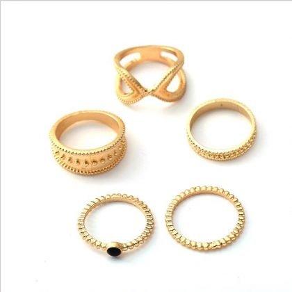 5 stk bohemiska ringar i olika former i färgen guld