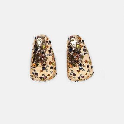 Örhänge i guld med färgade stenar