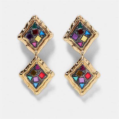 Örhänge med 2 kvadrater flerfärgade stenar