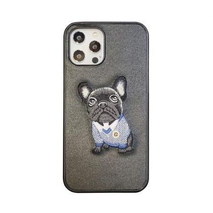 iPhone 12 Pro Max Skal med broderad mops konstgjort läder hund