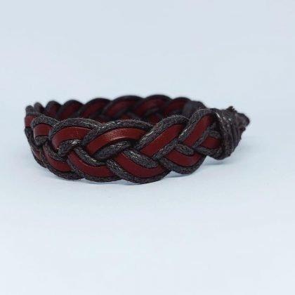 Handgjort flätat armband i äkta läder i autentisk stil