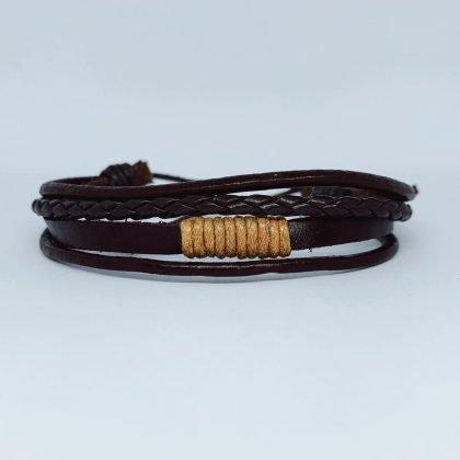 Fyra Handgjorda flätade armband i äkta läder i autentisk stil