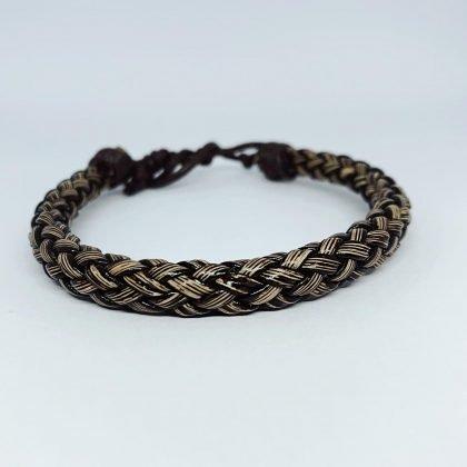 Handgjort flätat armband i äkta läder i autentisk stil naturfärgat