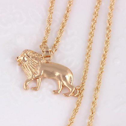 Halsband i guld med stort lejon och lång kedja