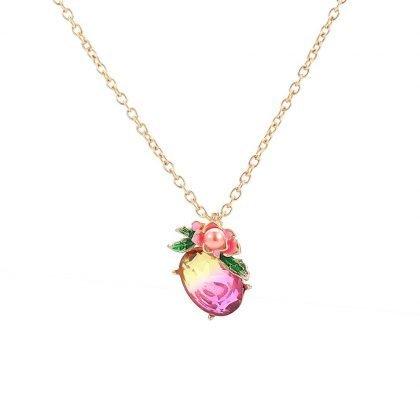 Halsband med oval sten med blomma och löv med pärla