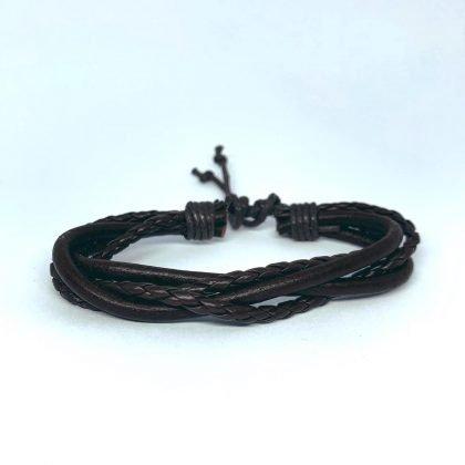 Fyra handgjorda armband för män flätat läder i brunt