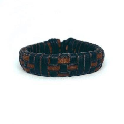 Ett handgjort armband för män speciell teknik läder