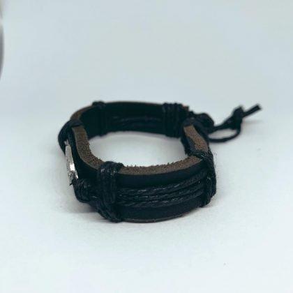 Handgjort armband i svart läder med ängel vinge