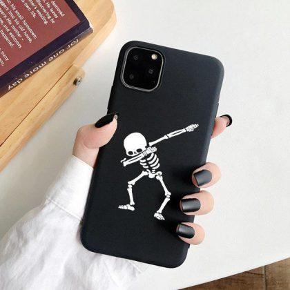 iPhone 12, 12 Pro & Max skal svart skelett som gör dab