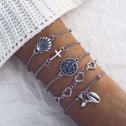 Set á 5 stk silverpläterade armband med snäckor, hjärtan, stenar