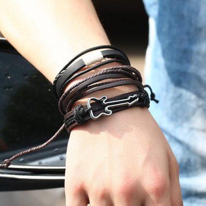 Set á 3 stk armband i läder med en gitarr och snören
