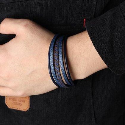 Set m flätade armband i blått läder med magnet