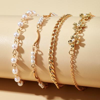 Set á 4 stk armband med pärlor, guld och blommor guld