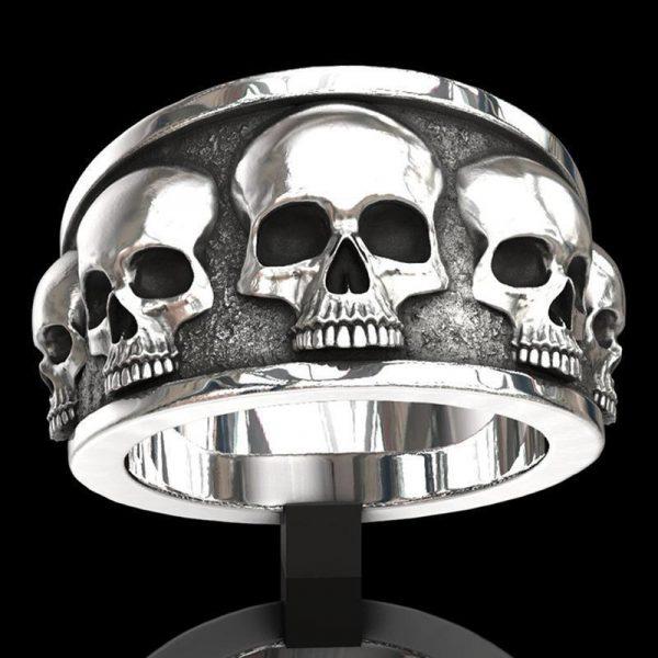 Stor ring med döskalle skelett svart vit rock punk