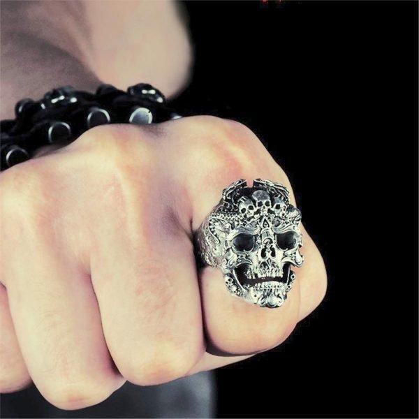 Stor tung ring med döskallar punk rock goth silver