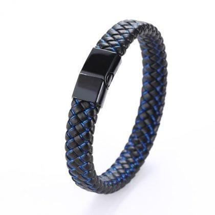 Svart armband i äkta läder med inflätade färgade trådar och magnet