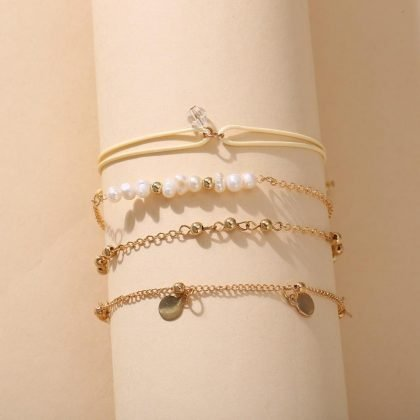 Set á 4 stk guldplaterade armband med pärlor, guld och medaljong