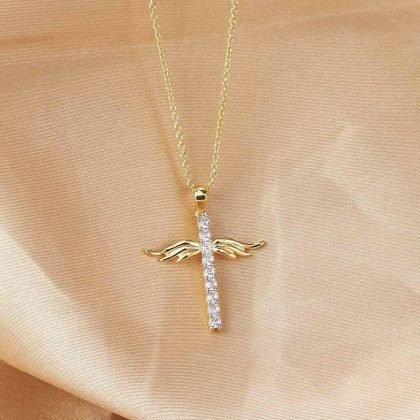 Kors med änglavingar i guld med guldplätering och zirkon