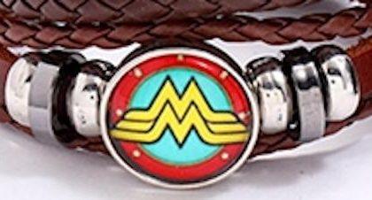 Handgjort armband brunt läder wonder woman symbol
