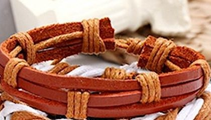Brunt/rött armband i äkta läder med ljusa band