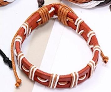 Brunt armband med band i beige och vitt