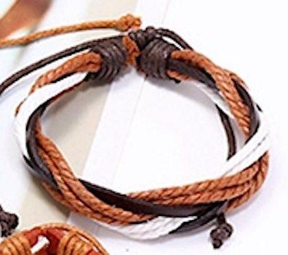Flätat armband med snören och läderband