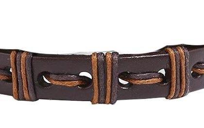 Handgjort armband i riktigt läder med band i vackra utformningar
